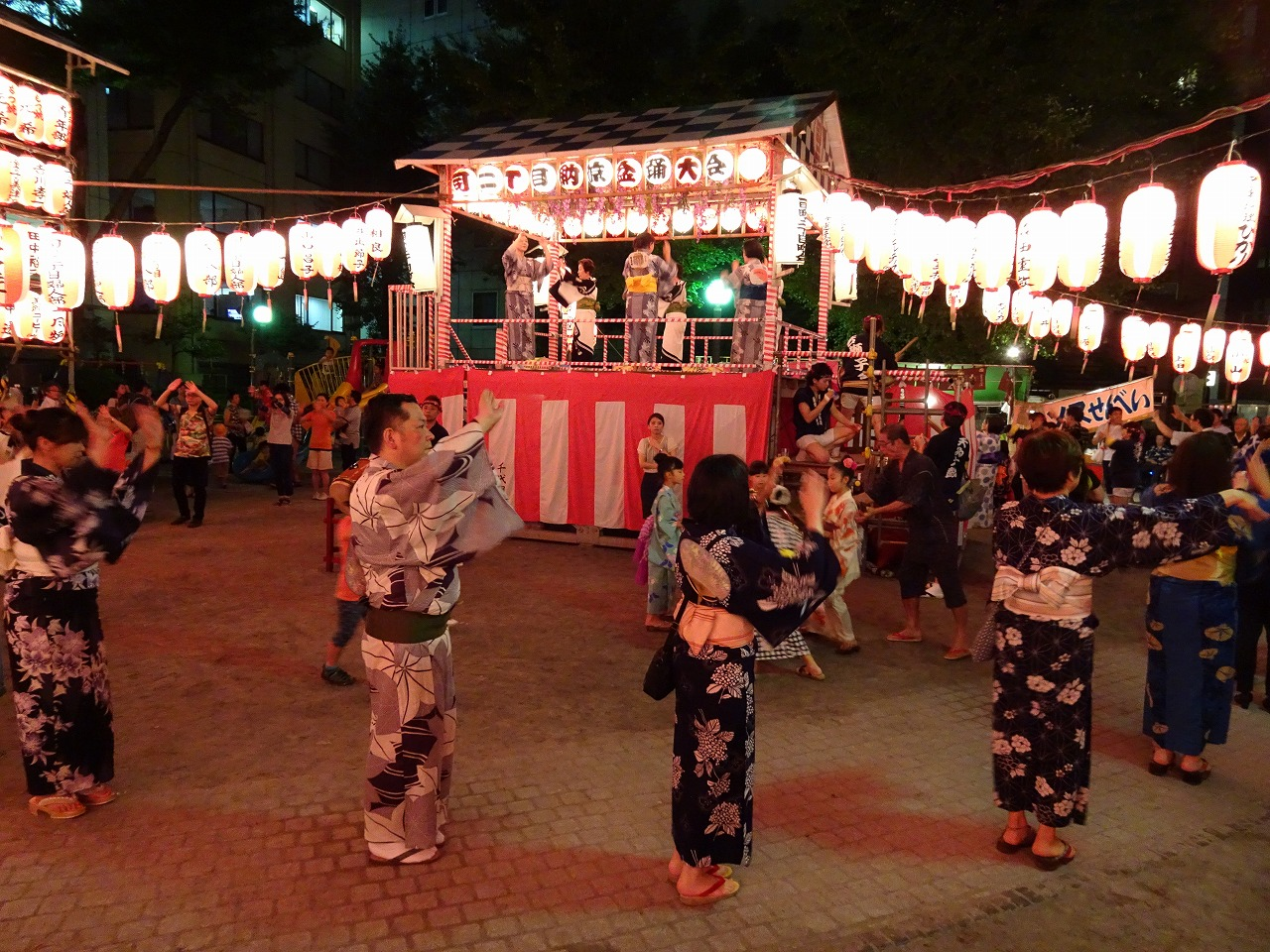 2, Kandatsukasamachi enjoying the cool breeze Bon festival dance meet