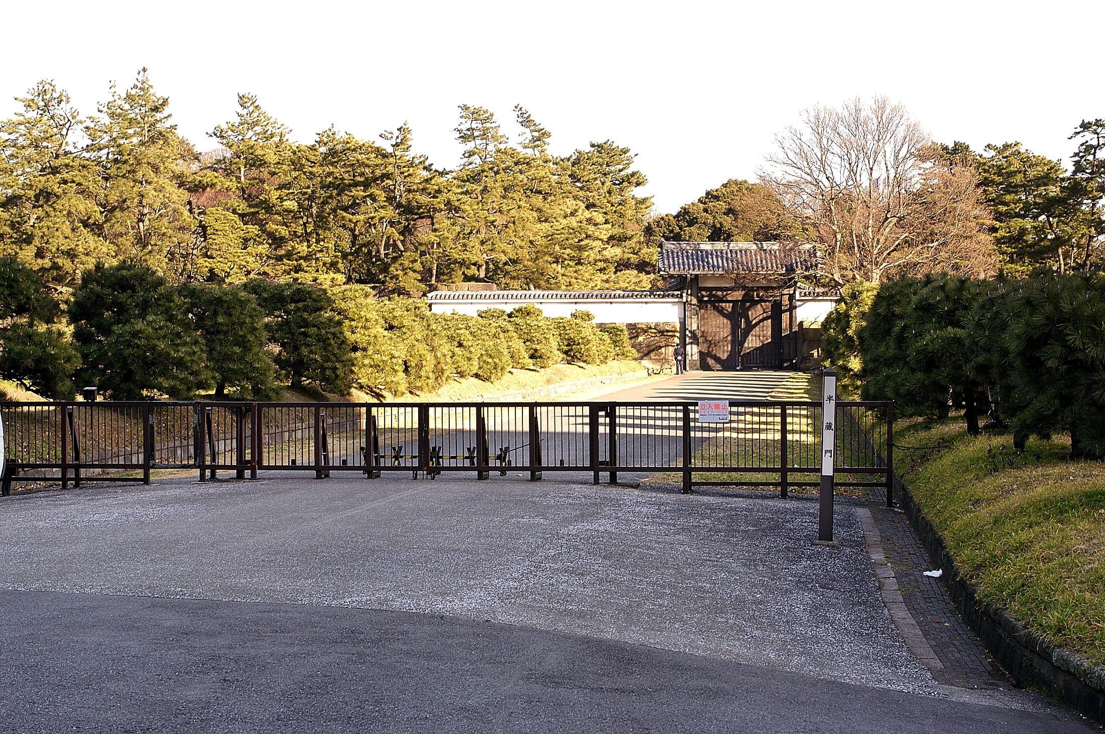 Hanzo-mon bridge